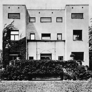 ADOLF LOOS: STEINER HOUSE. The Steiner House in Vienna, Austria, designed by Adolf Loos