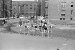 whats new b/chicago summer 1941 children cooling off summer