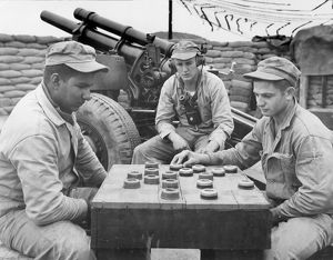 KOREAN WAR (1950-1953). The crew of a 105mm Howitzer with the First Marine Division