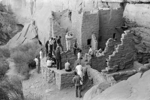 whats new/mesa verde tourism 1939 tourists visiting cliff