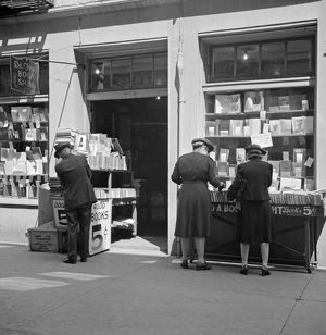 whats new/new orleans 1943 shoppers outside book store